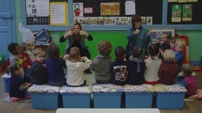 Des élèves sourds et malentendants en immersion bilingue.